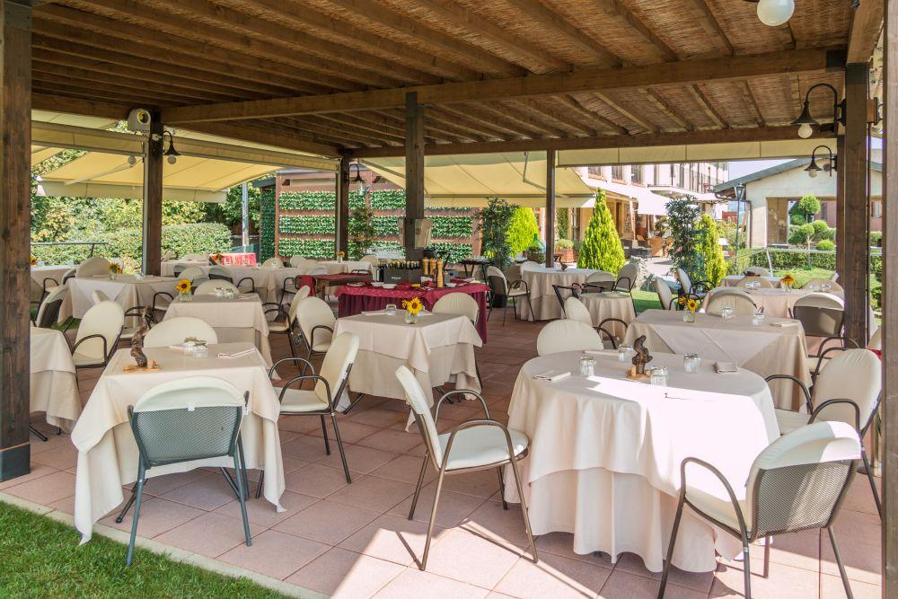 Matrimonio Vigneto Toscana : Ricevimenti ristorante con camere a roddi d alba cn